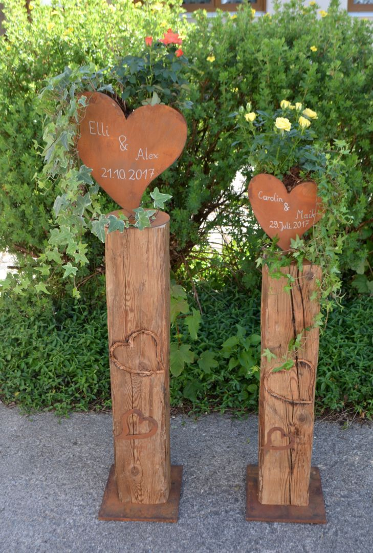 Old wooden beam with carved heart, Edelrost heart, text of your choice, motherboard ...