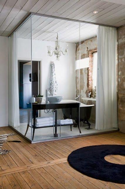 salle de bain cloison verre et rideaux hege in france via. Black Bedroom Furniture Sets. Home Design Ideas