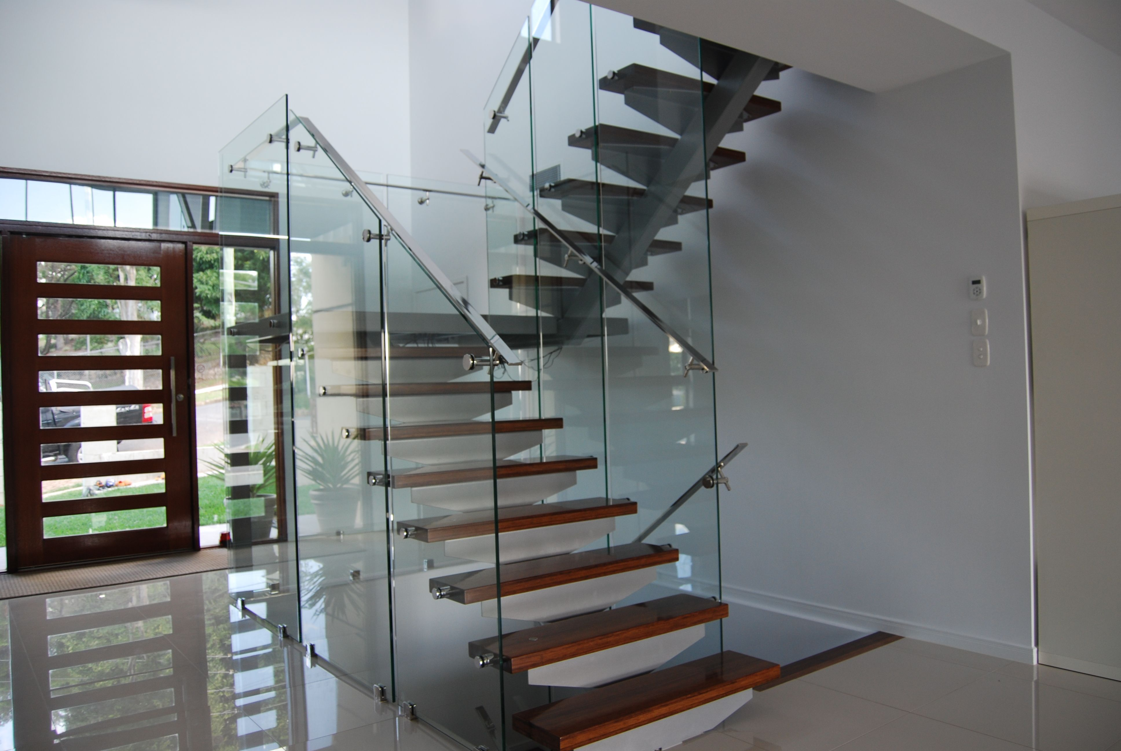 Ultra Modern Stair Glass Work Timber Stairs Toughened Glass