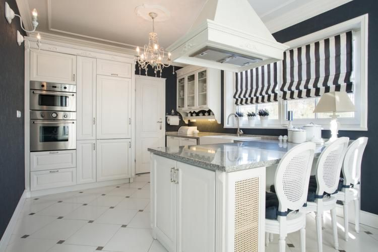 Küche Im Amerikanischen Stil Für Kleine Räume. Moderne, Kleine, Weiße Küche  Im Amerikanischen