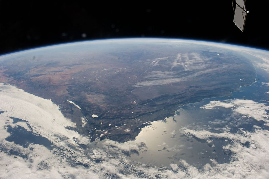 South Africa Panorama From Space Station | NASA. #SouthAfrica #Africa #Earth #Tierra  #Space #Espacio #Planets #Planetas #Foto #Pic #Interesting #Interesante #Universe #Universo #NASA #SolarSystem #SistemaSolar #SpaceStation #EstacionEspacial  ========================   Rolando De La Garza Kohrs  http://About.Me/Rogako  ========================