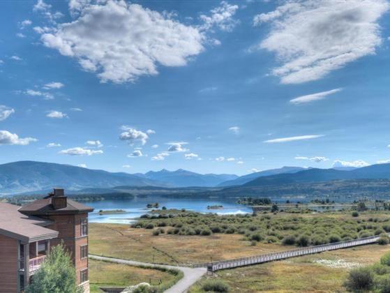 Three bedroomthree bath Penthouse condo overlooking wetlands and beautiful Lake…
