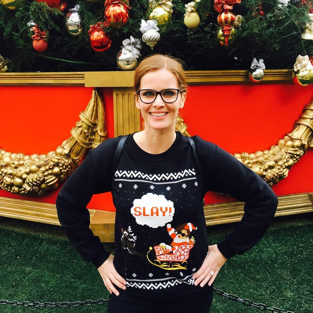 Happy #wickedwednesday #mypretties Thanks @anjelahjohnson for my epic Slay Xmas Sweater! #merryhoodmas @bonquiqui ✨❄️
