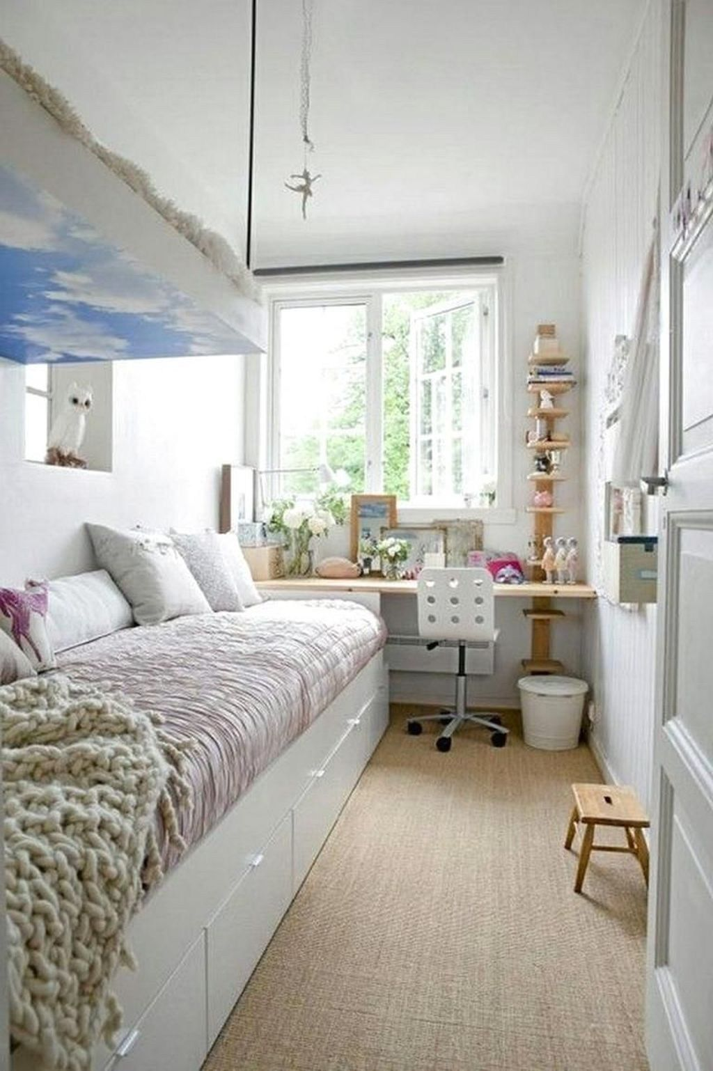 40 Cute Bedroom Ideas For Small Rooms (With images)   Tiny ... on Small Tween Bedroom Ideas  id=78052