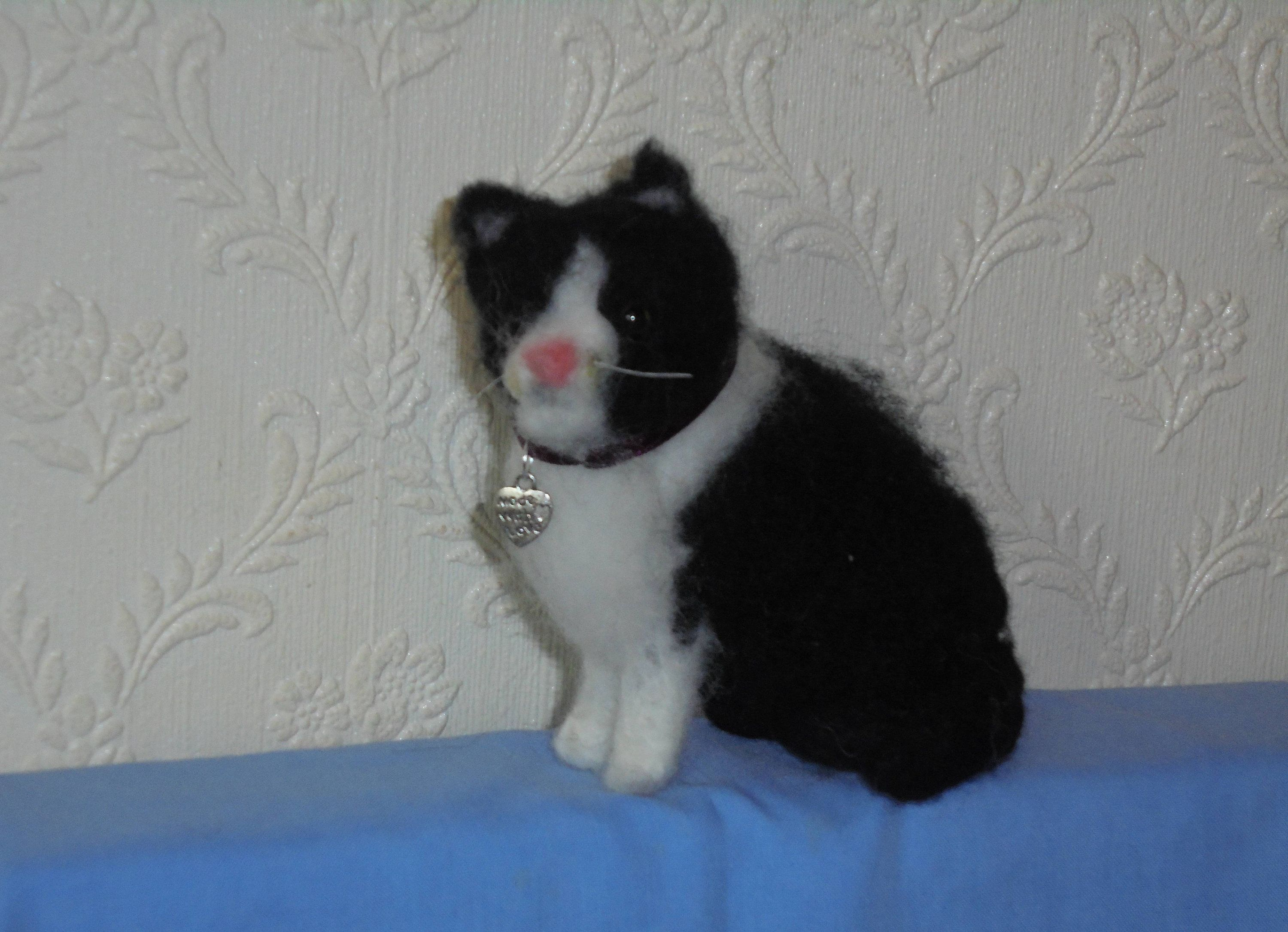 Ornament Black & White SHORTHAIR CAT Needle felting