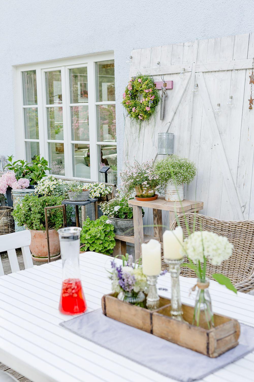 Photo of Hjemmelaget dekorasjon og krans av sommerblomster • Pomponetti