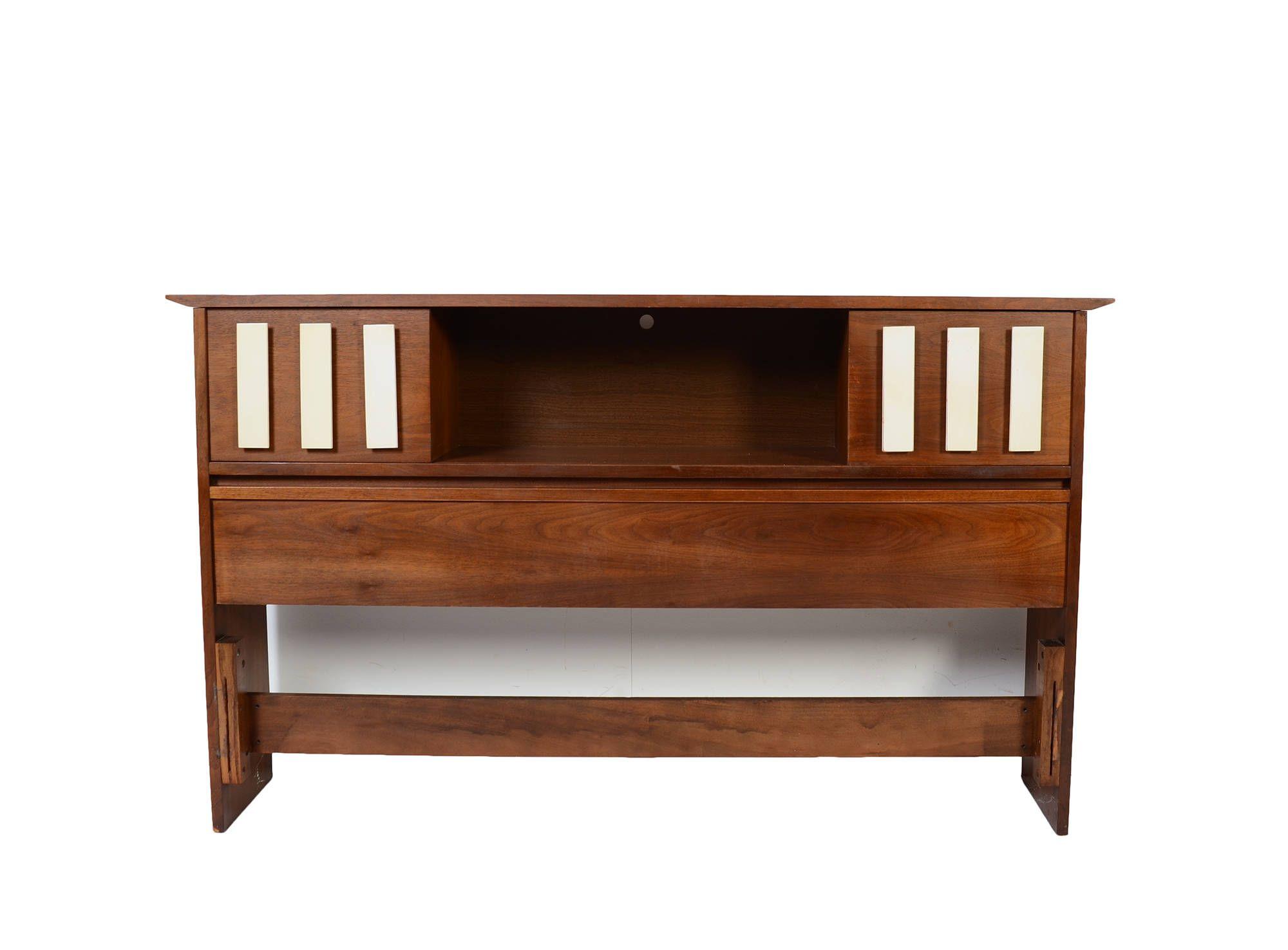 Best Walnut Bed Stanley Furniture Mid Century Modern Walnut 400 x 300