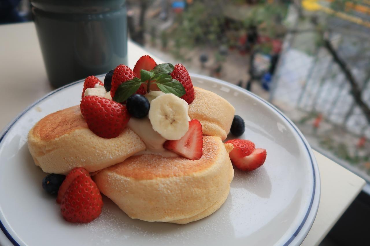 Souffle pancake with Fresh Strawberries [OC] [5472x3648 ...