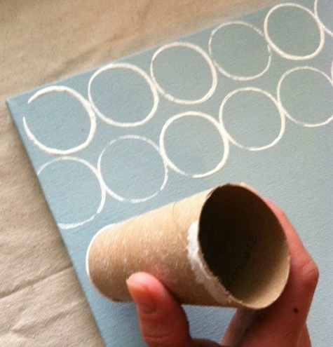 I never wanted to craft with toilet paper rolls... but this is exactly the print I want to put on a dress. Hrm.