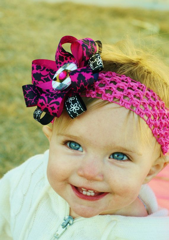 This baby hair bow is made of black and fucsia stacked ribbon. Beautiful for Easter or spring. Choose a free head band to match or I will send dark pink or black. Please let me know your color choice at checkout.
