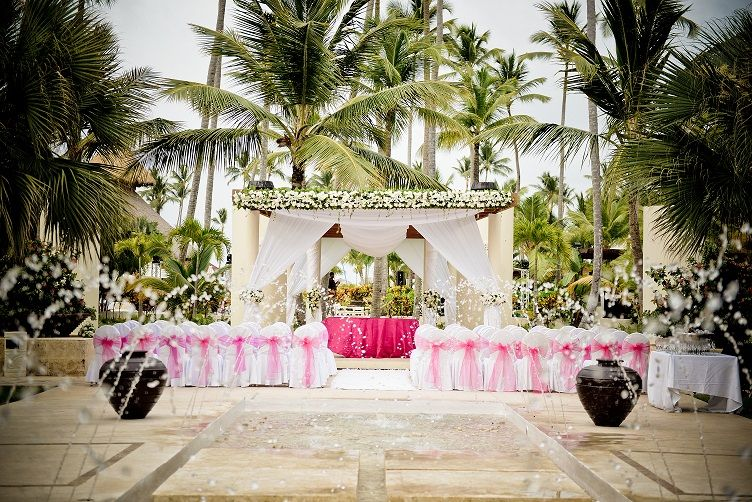 The Fountain Ceremony Location This Gorgeous Location Can Accommodate All Your Family And Friends As It Now Larimar Destination Wedding Now Larimar Punta Cana