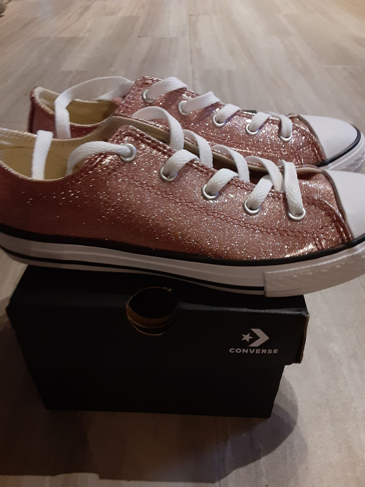 Girls youth size 4 Converse low tops