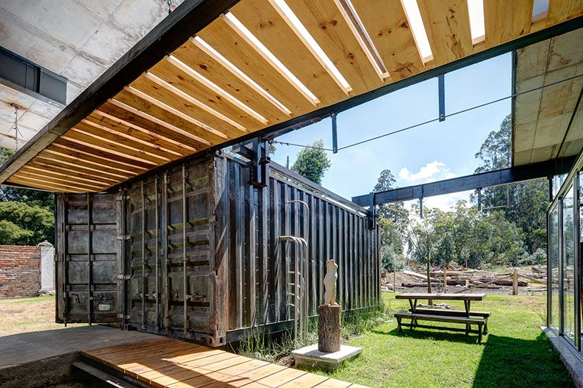 daniel moreno flores builds rdp house from repurposed containers