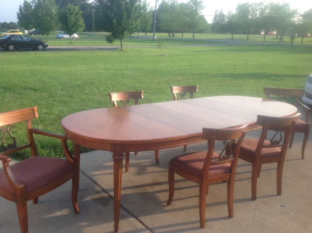 Henredon Walnut 9 Piece Dining Room Set