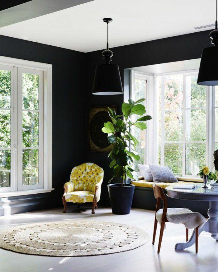Wandgestaltung Ideen Wohnzimmer Schwarze Wandfarbe Ausgefallener Sessel  Pendelleuchte