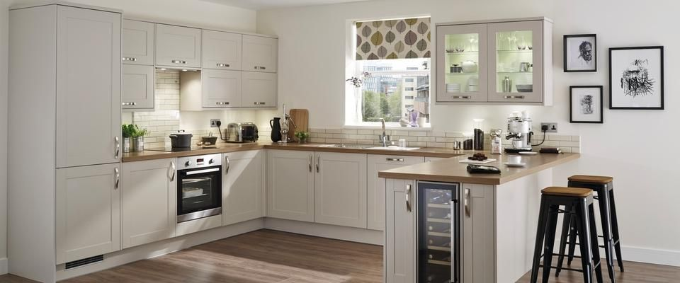 Burford stone kitchen range kitchen families howdens for Kitchen ideas howdens
