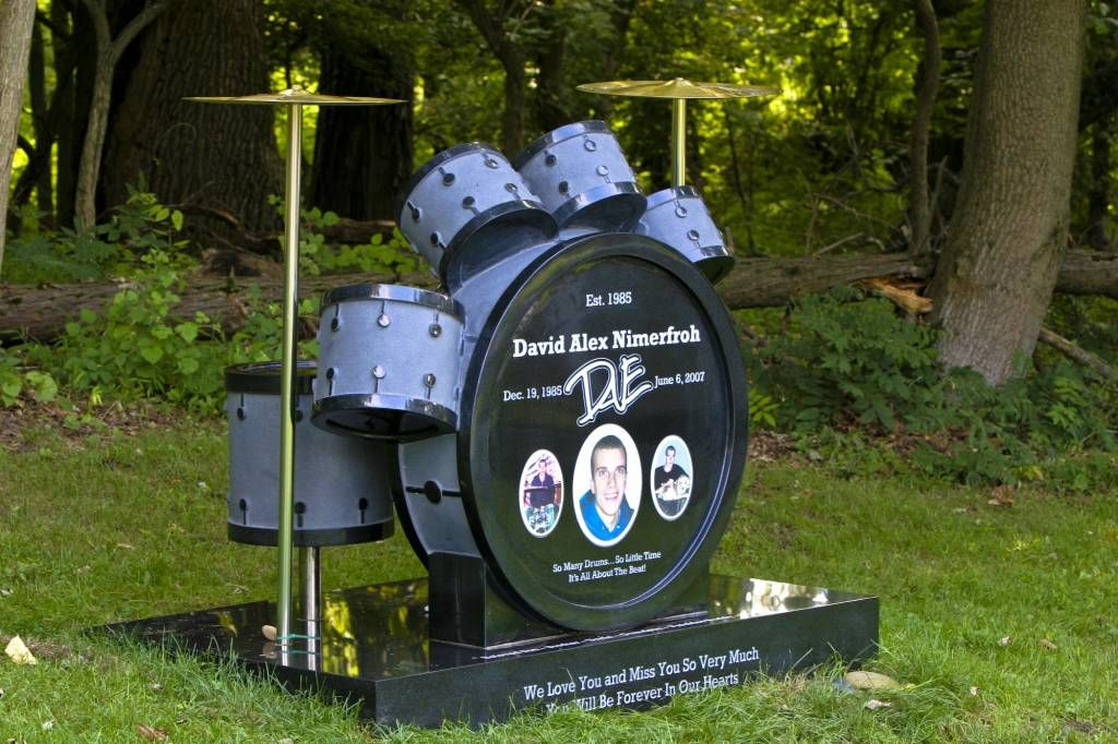 amazing modern drumset monument headstone for a drummer or musician pierres tombales. Black Bedroom Furniture Sets. Home Design Ideas