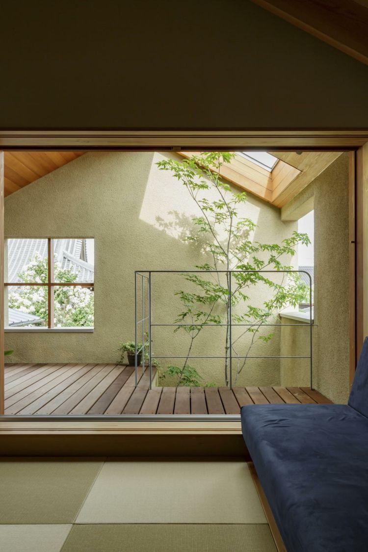 Japanischer Baustil und viel Wohnraum prägen das schmale ...