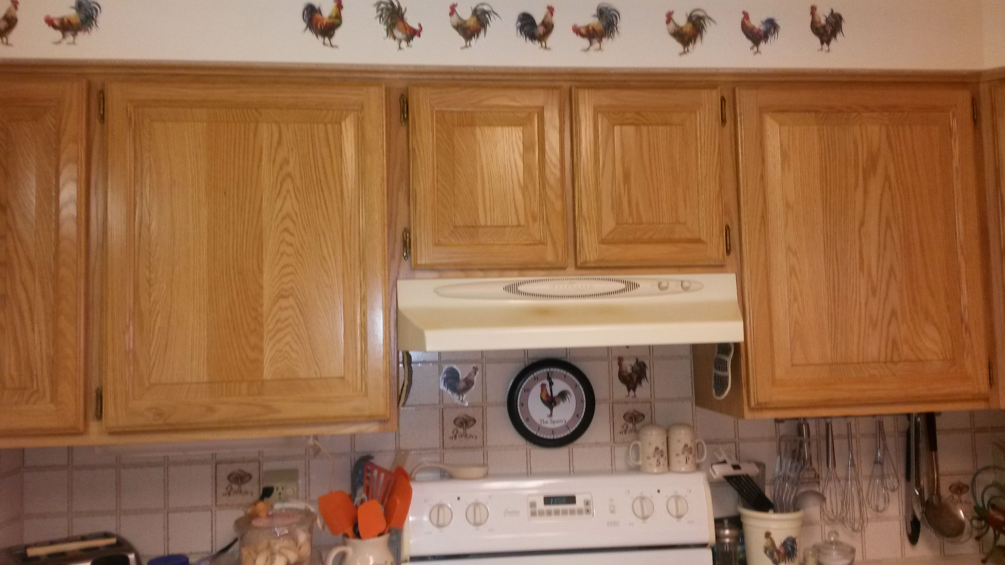 More kitchen and rooster decals over stove