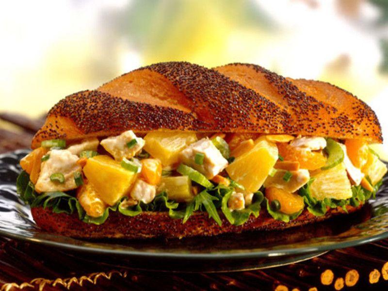 Schneller Brotaufstrich mit Avocado, Rucola und Orange