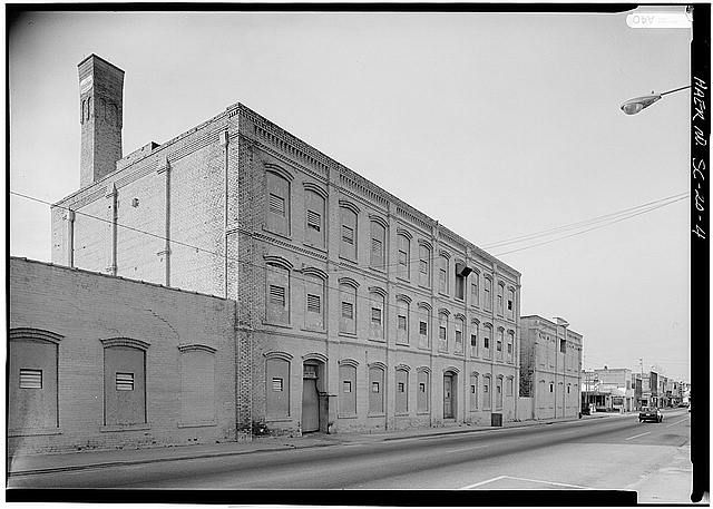 CENTRAL MILL BUILDING, EAST ELEVATION, LOOKING NORTHWEST - Bamberg Cotton Mill, Main Street, Bamberg, Bamberg County, SC
