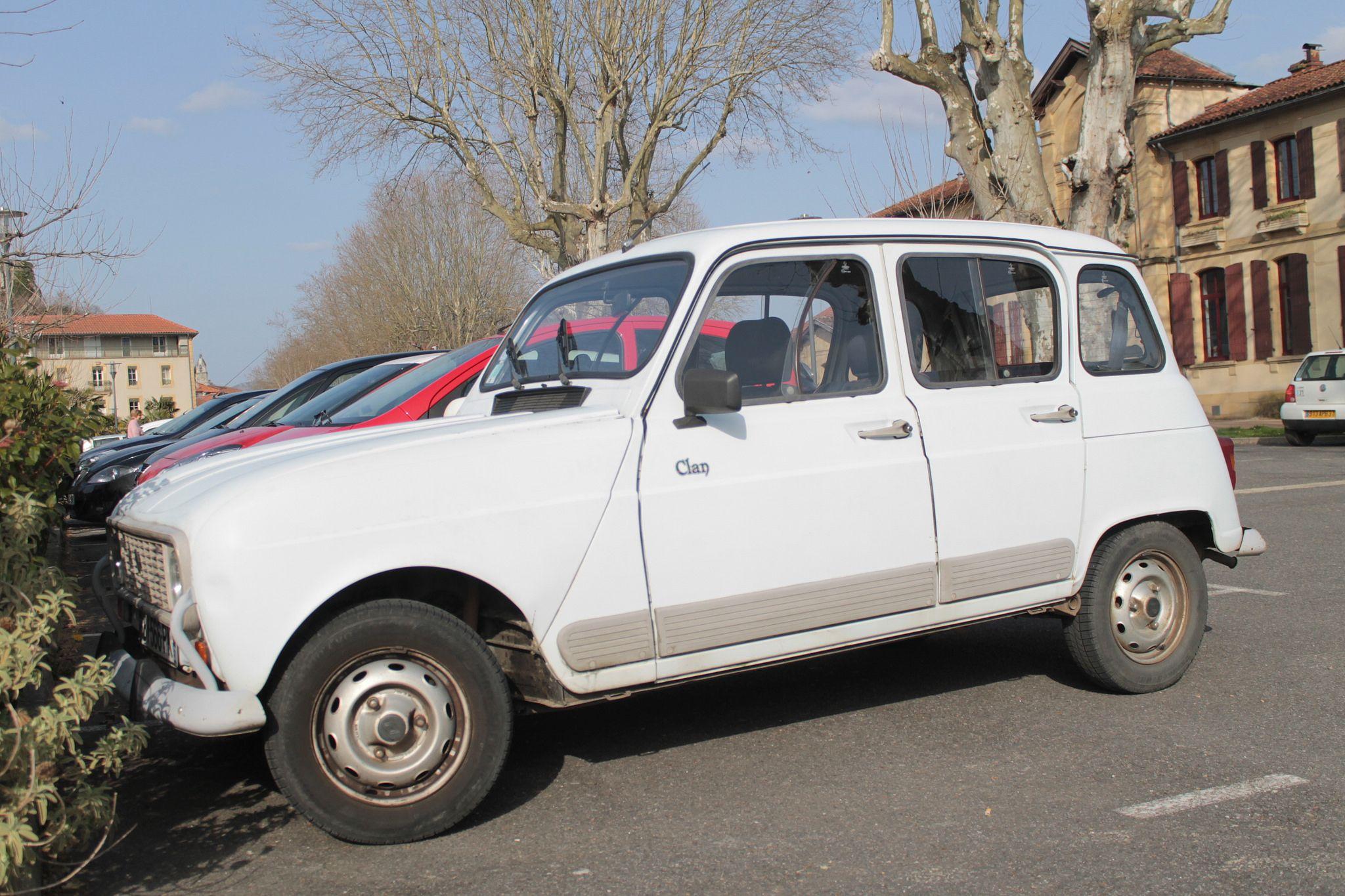 https://flic.kr/p/rRYSkX | Renault 4L | Renault 4L à Salies du Salat