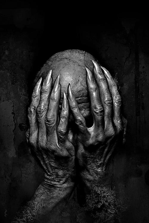 Eerie | Creepy | Surreal | Uncanny | Strange | Macabre | 不気味 | Mystérieux | Strano |