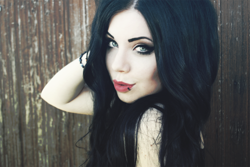 Pin By April Johnson On Piercings Hair Pale Skin Black Hair Pale Skin Jet Black Hair