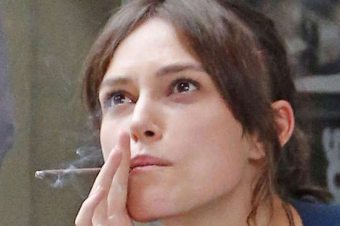 Top 10 Most Shocking Celebrity Smokers Answerscom Keira - 10-celebrities-without-makeup-answers