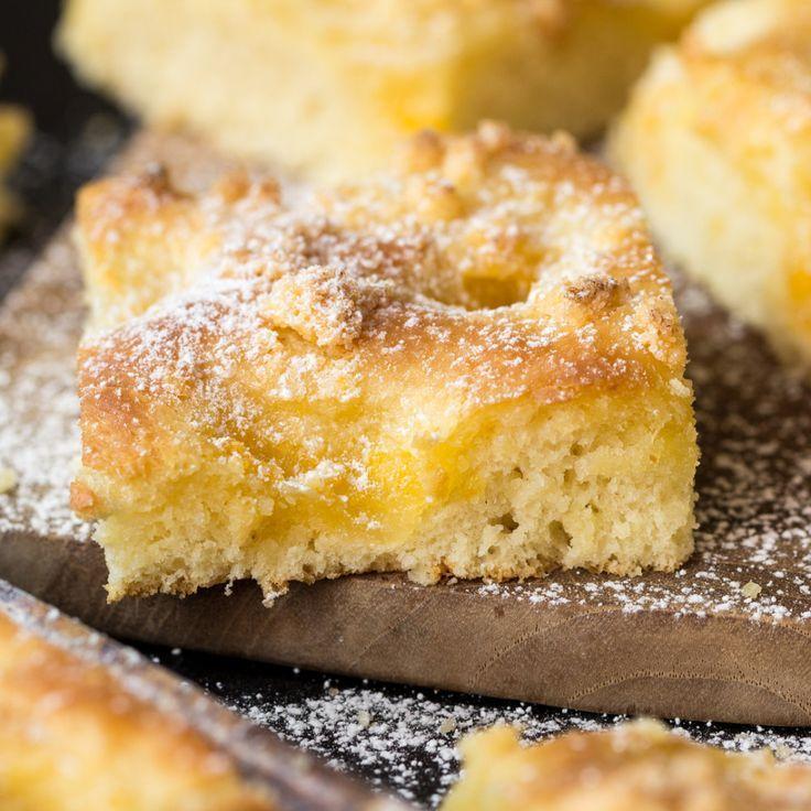 Oma Hannas Butterkuchen ist der Beste! Besonders saftig, besonders lecker und mit gesalzener Butter gebacken. Das Originalrezept.                                                                                                                                                                                 Mehr