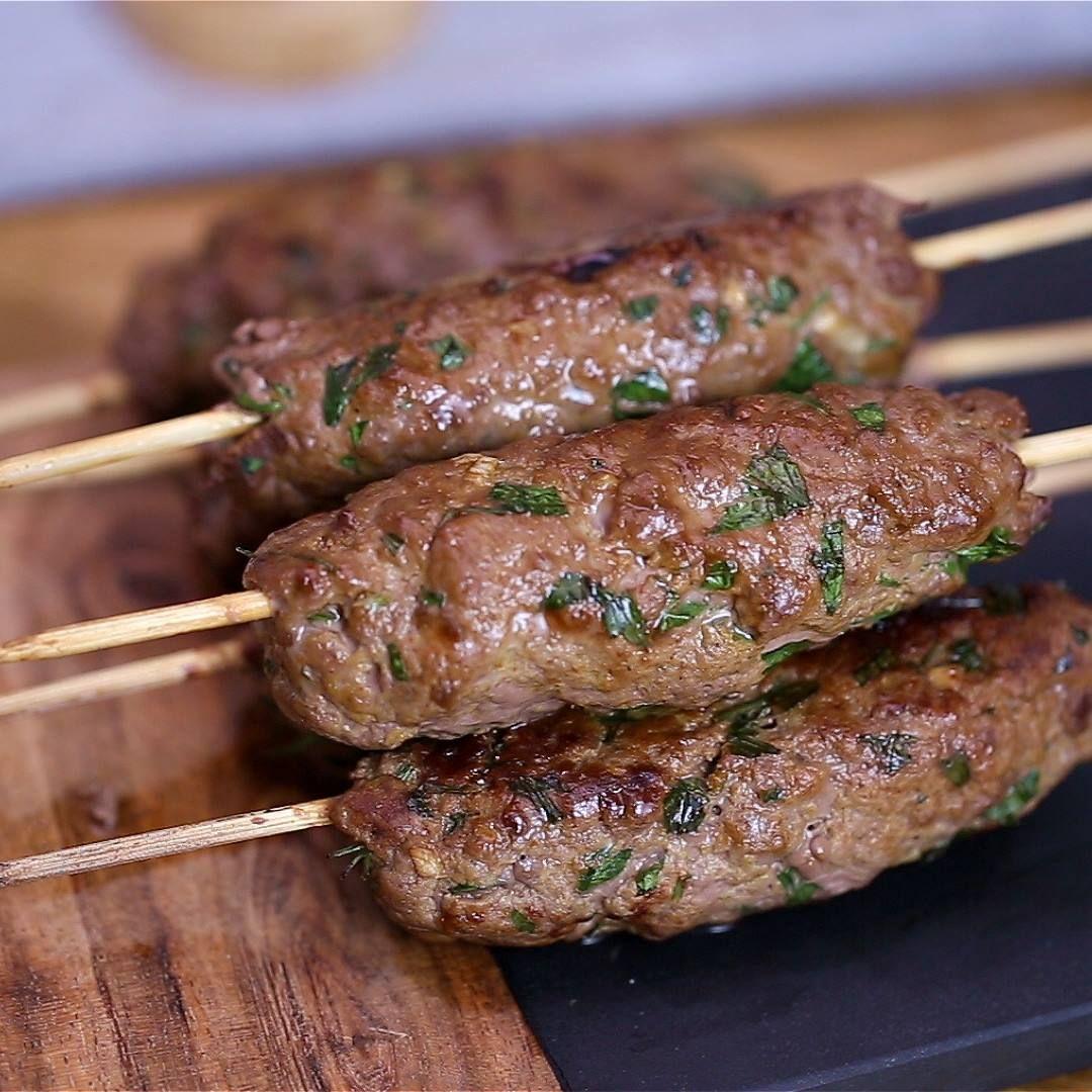 Apprenez à préparer dauthentiques keftas aux épices et à la viande hachée avec le hachoir du Cooking Chef Gourmet de Kenwood