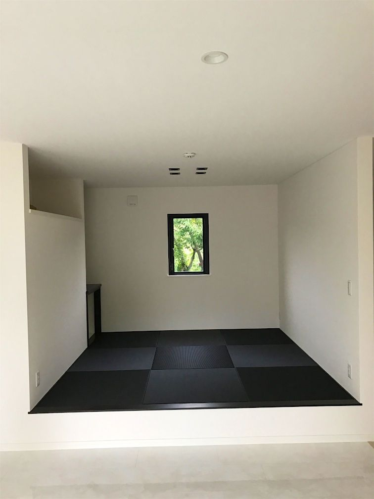 黒い畳を敷いた部屋 Jpg 和室 モダン 畳 モダンインテリアデザイン