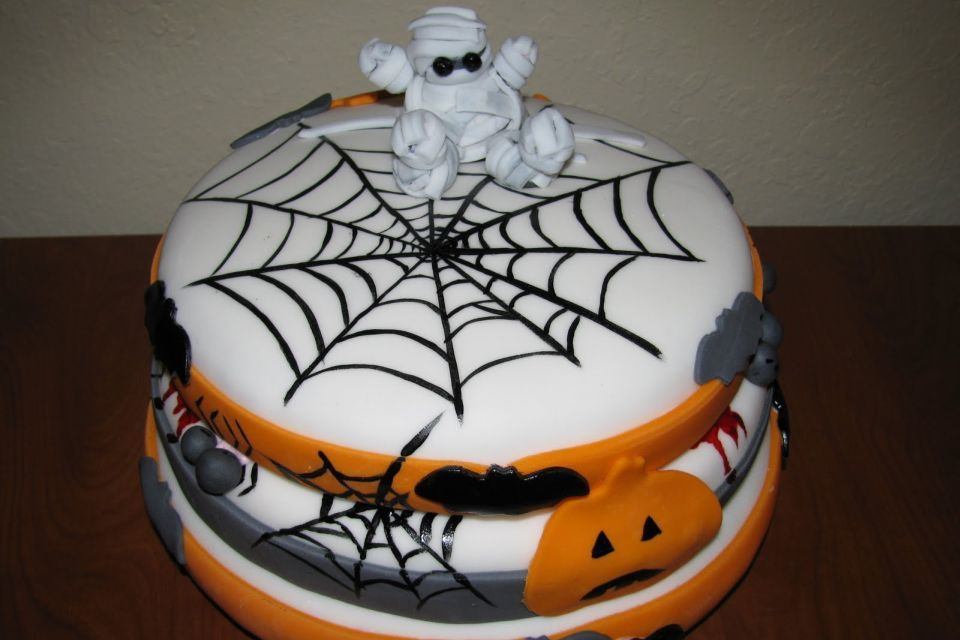 Bewitching Halloween cake ideas for the haunted night | Food and ...
