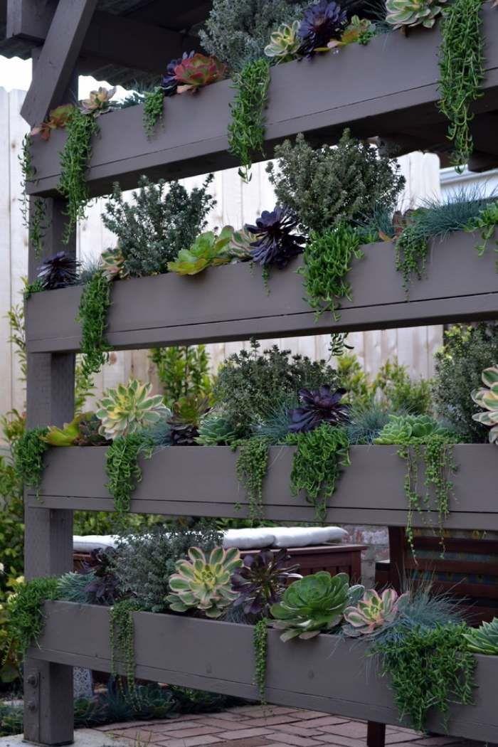 brise vue terrasse tagres en bois avec plantes pour plus dintimit - Brise Vue Terrasse Bois