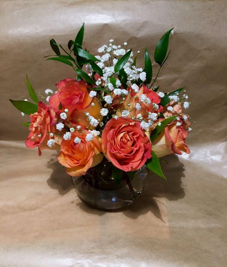 Rose Bowl Arrangement Orange Roses Baby S Breath Italian Ruscus With Images Italian Ruscus Orange Roses Floral Arrangements