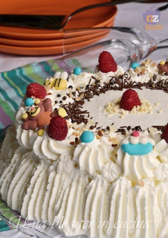 Torta di compleanno con panna e crema di nutella