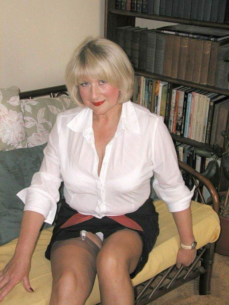 mom sitting upskirt Mature