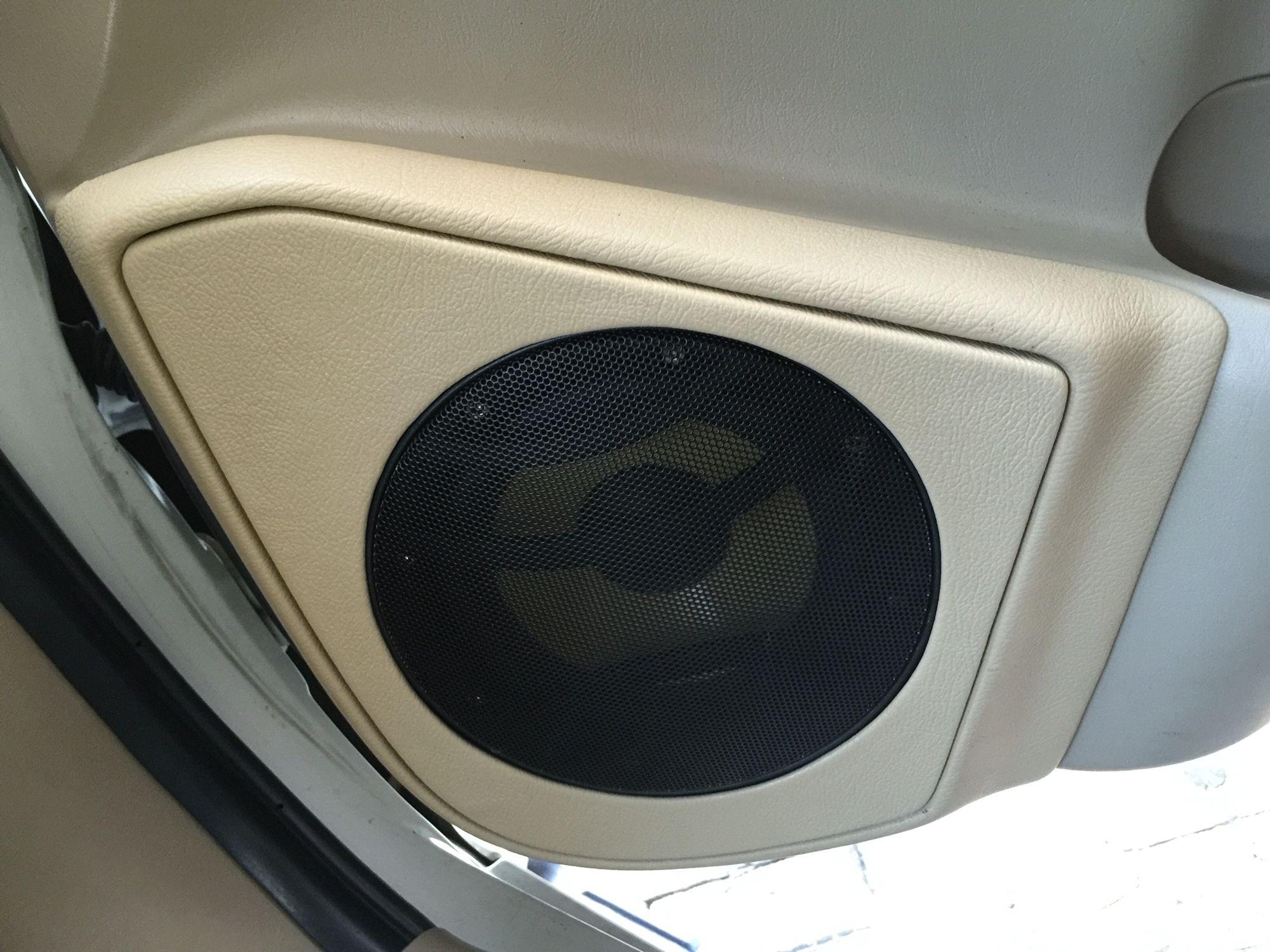 Toyota Fortuner Front Door Custom Midbass Baffle by Cartens
