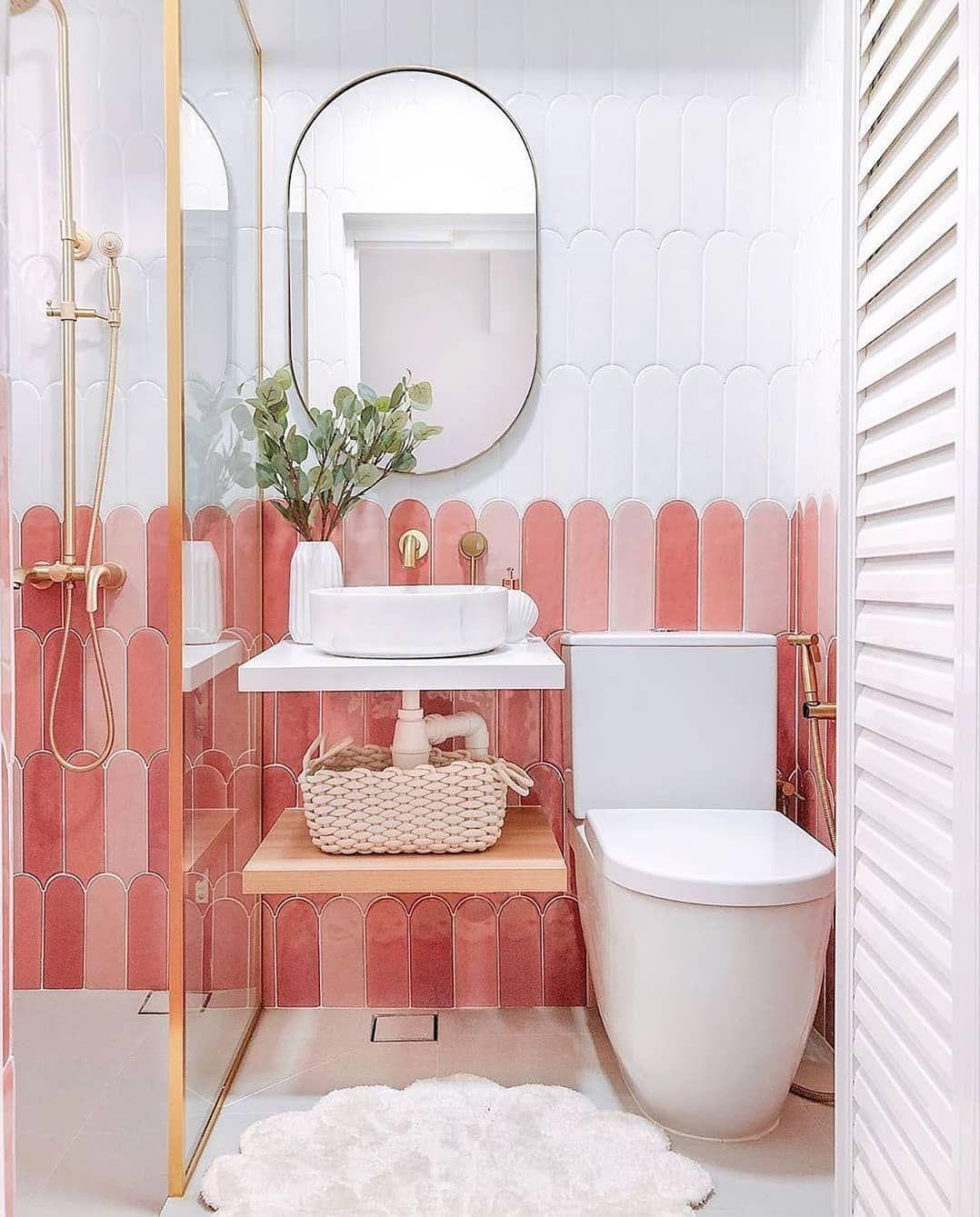 876 Likes 7 Comments Vanessa El Armario De Vanessa On Instagram Los Azulejos Juegan Un Papel In 2020 Vibrant Bathroom Contemporary Bathroom Tiles Tiny Bathroom