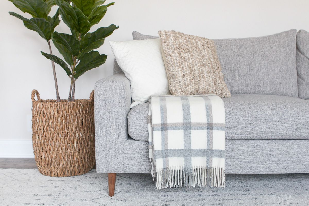 The Right Way To Display Throw Blankets On Your Couch Living