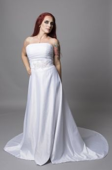 3f29c6f5b50e A Vacker brudklänning med fint midjeband med stenar 886   Bröllop ...