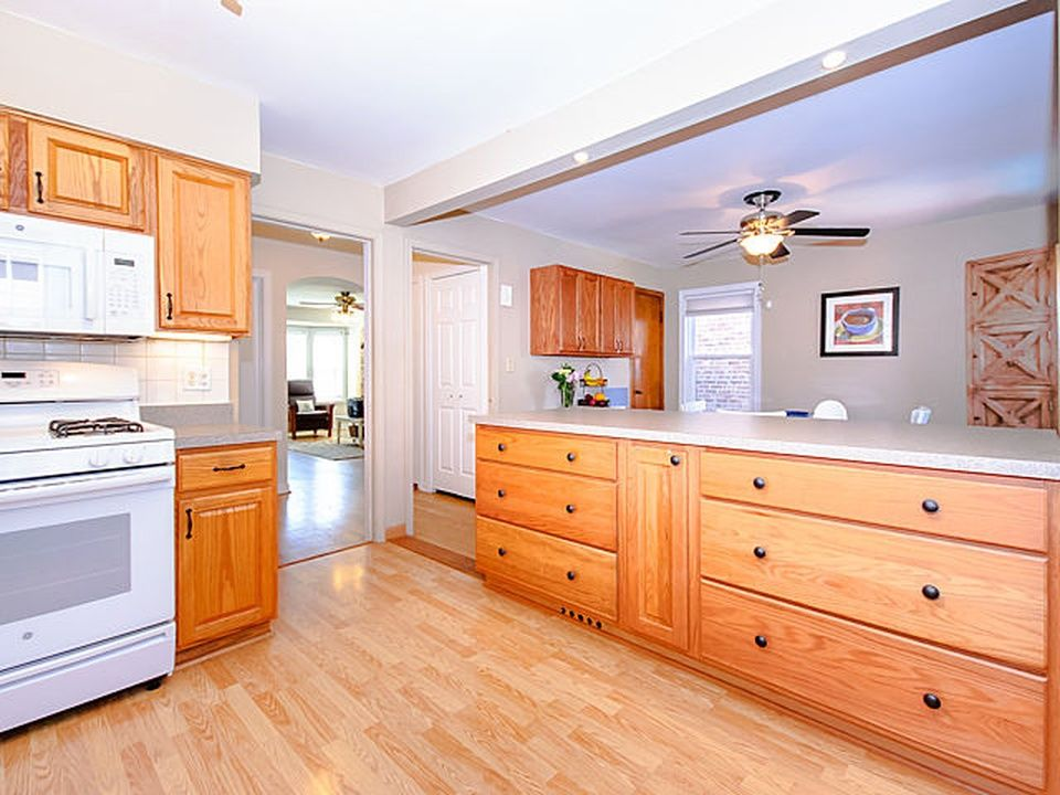 4914 W Warwick Ave, Chicago, IL 3 beds 2 baths 1,173 sq ft $295,000