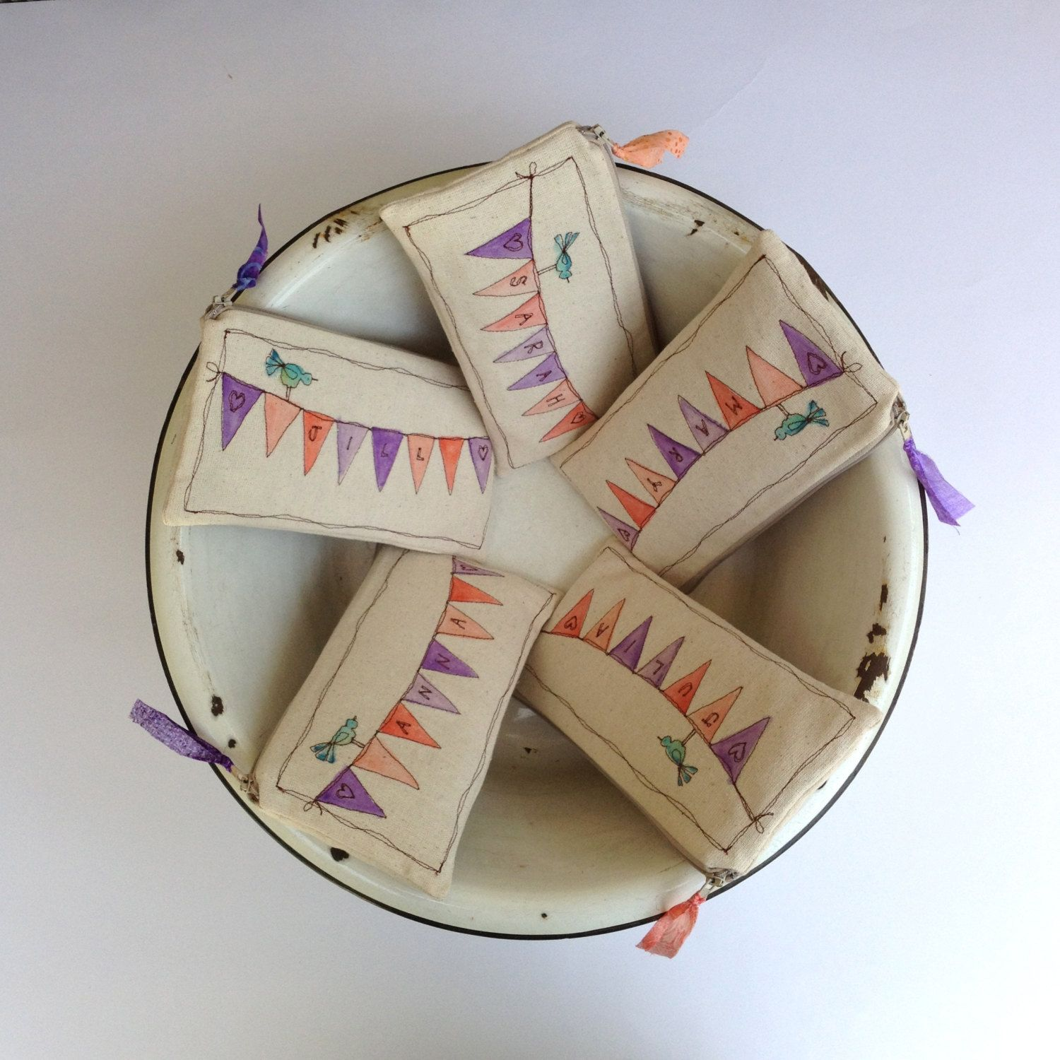 :) bunting pouch. Nx