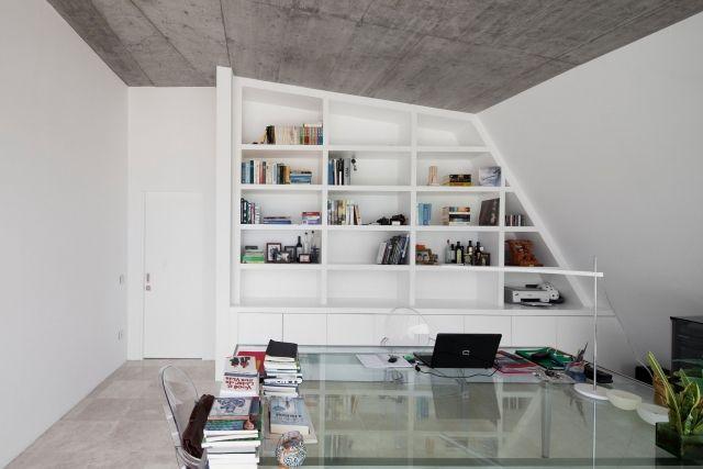 Elegant Raumlösungen Für Wenig Platz Minimalistische Einrichtung Bücherregal Wand.  Minimalist ...