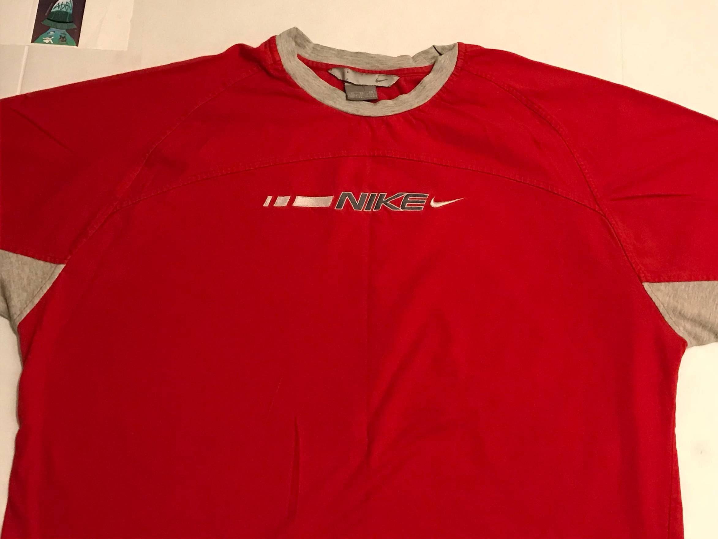 fff5d44e82d6 Nike 90s Vintage NIKE Embroidered T-Shirt Red Size US XL   EU 56   4 ...