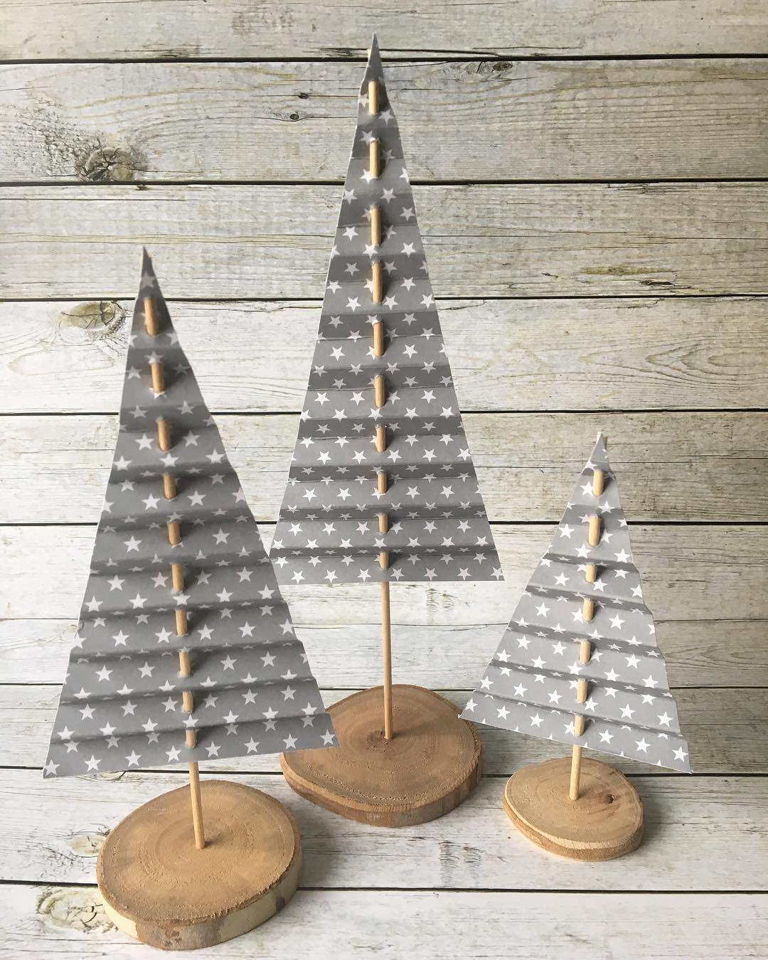 Weihnachtliche Deko...diese schöne Idee stammt von @janas_bastelwelt #basteln #weihnachten #deko #dekoideen #tannenbaum #janasbastelwelt #rustikaleweihnachten