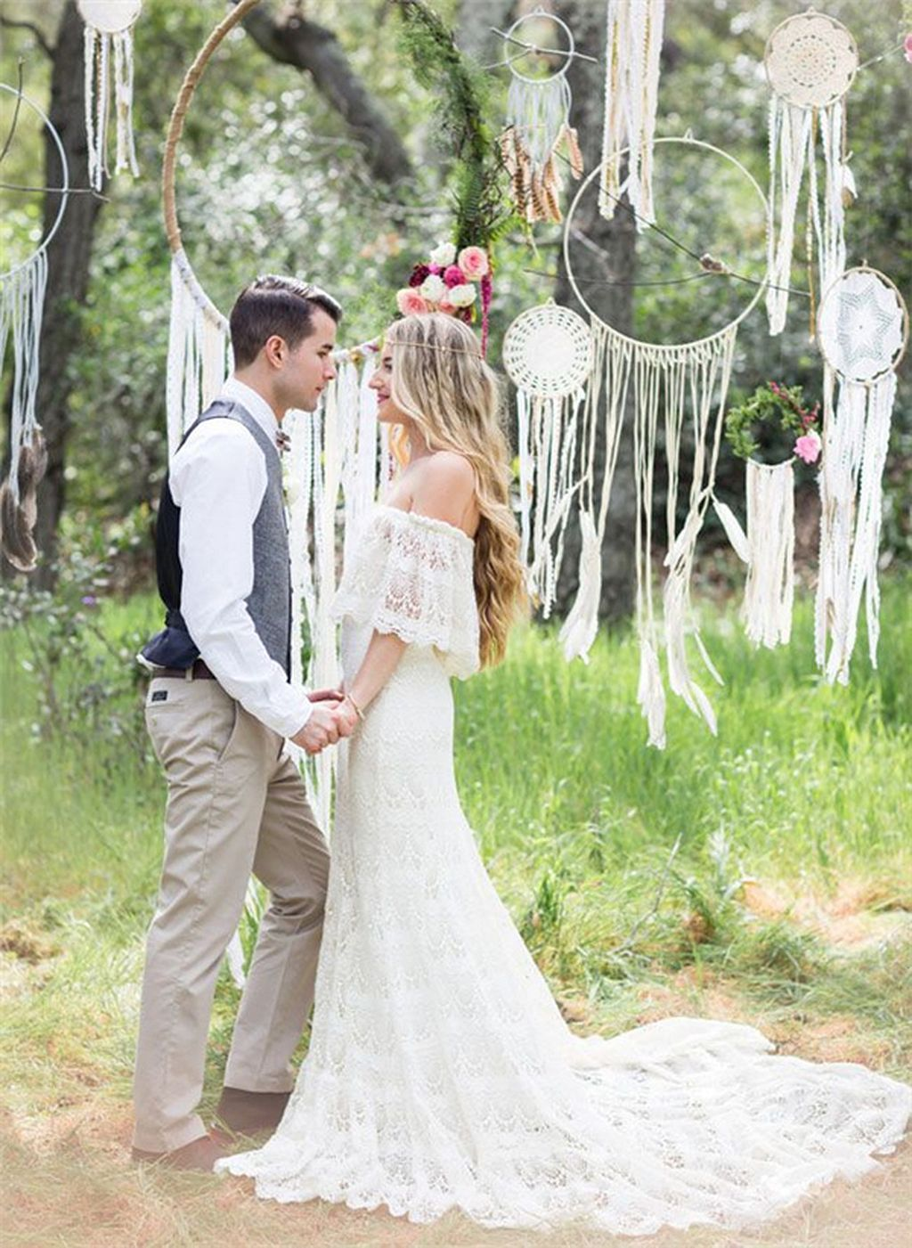 33 Boho Wedding Arches Altars And Backdrops To Rock Dream Catchers Hangings As A Backdrop