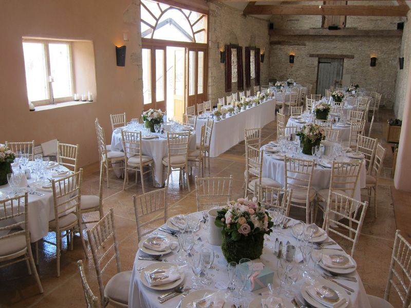 Round Tables And Long Top Table Oxleaze Barn Barn Wedding Venue