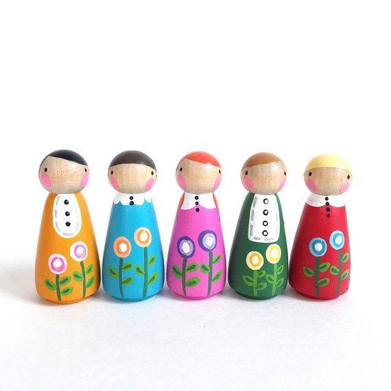 2″ peg dolls play set 5 – Set of 5 poppy peggies with felt sleeping bag // wooden peg dolls