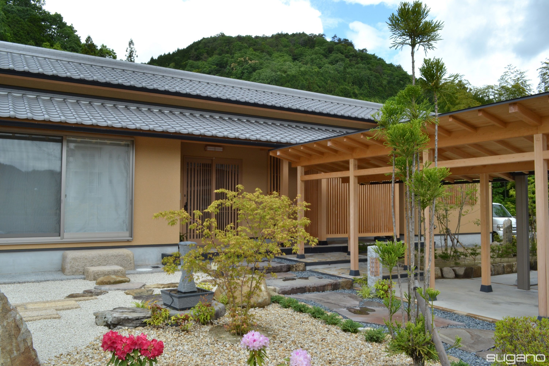 二世帯住宅のアプローチ 日本家屋 二世帯住宅 住宅 外観